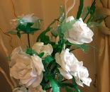 Rose bianche di plastica