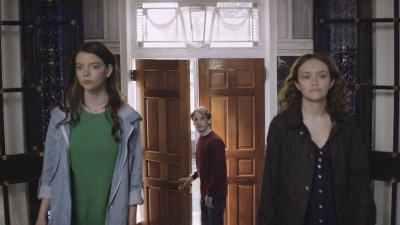 THOROUGHBREDS - AV CLUB
