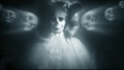 "YEAH YEAH YEAHS ""Skeletons"" - Barney Clay"