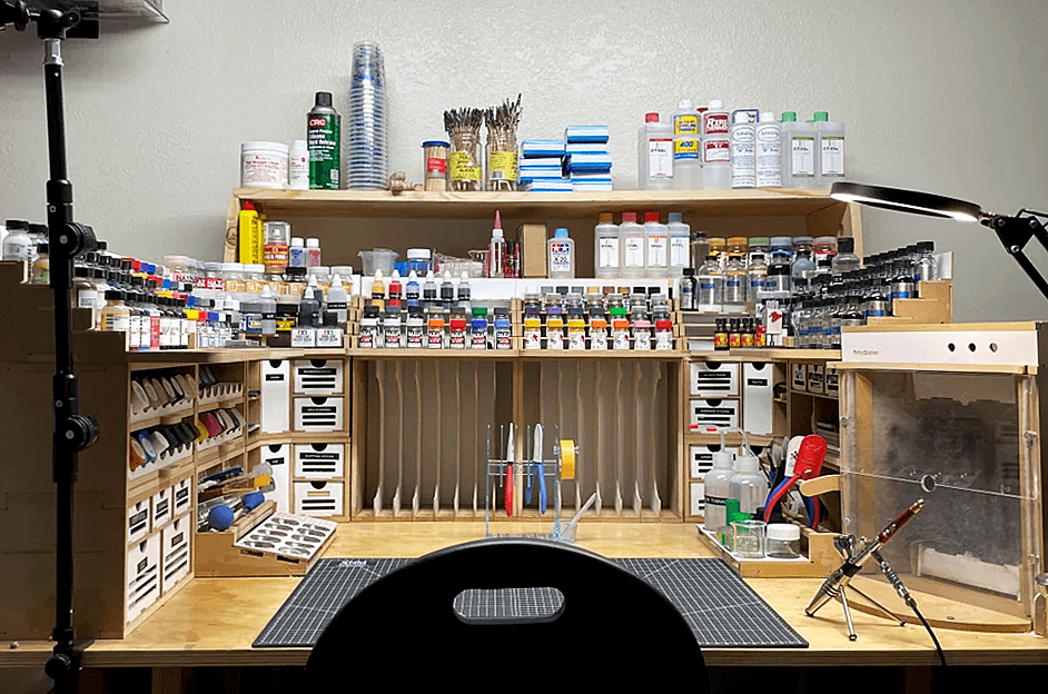 [reddit] With my latest build complete I was able to finish the last shelf and my Arttyststion Ope.. Post image