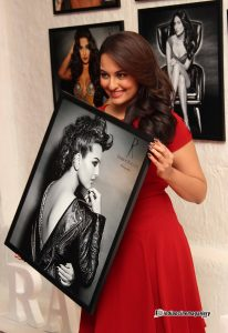 Sonakshi-Sinha-at-Dabboo-Ratnani-2014-Calendar-Launch