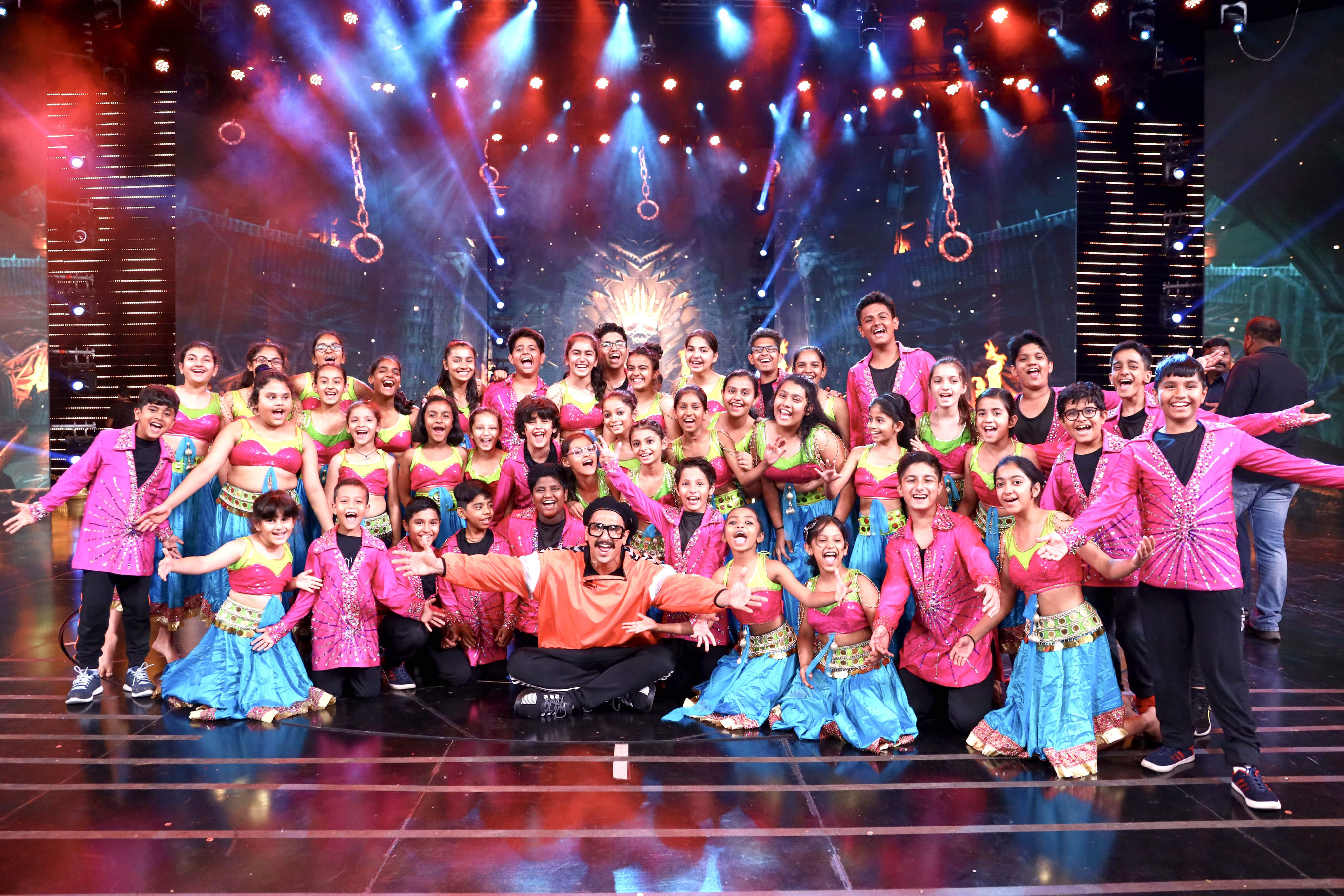 64th Filmfare Awards choregraphed by Shiamak Davar | Asian
