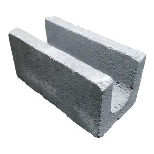 El Block U es una pieza de las mismas dimensiones que el Block Estándar, pero con un espacio al centro y en toda su longitud, que le permite recibir el vaciado de concreto.                                      Medida de Resistencia mínima a ruptura Mayor de 80 kg/cm²             Peso 17.97Kg, Largo 39.5cm, Ancho 19.5cm, 19.5cm.