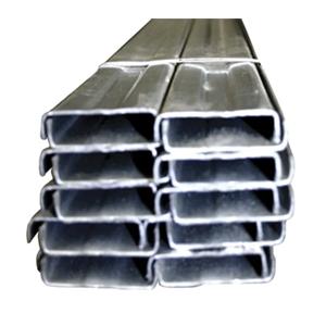 La canaleta de carga estructural de marca NITCO es un perfil rolado en frio y fabricado con acero galvanizado anticorrosivo. Cumple con las Normas ASTM A466/ A525 / 754 / A457 / G87 / B117 / A528 / A90 / A526. Además de cumplir lo especificado en la designación ASTM C 645.