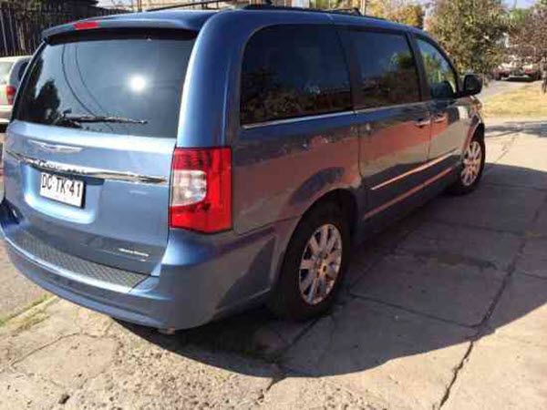 CHRYSLER GRAND TOWN & COUNTRY 2012