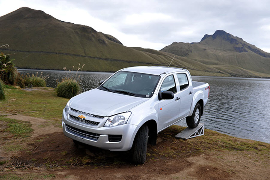 2017 CHEVROLET D-MAX 2.5 DIESEL 4WD HIGH AT 4P