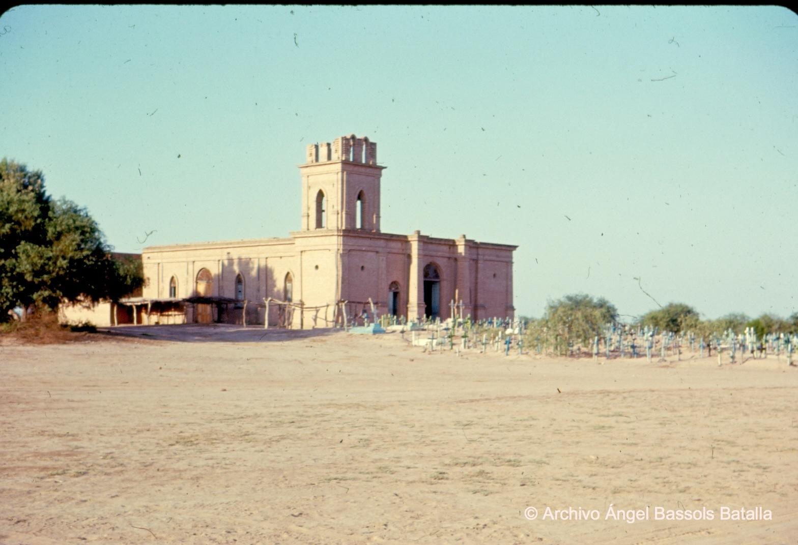 Iglesia y cementerio de Bácum