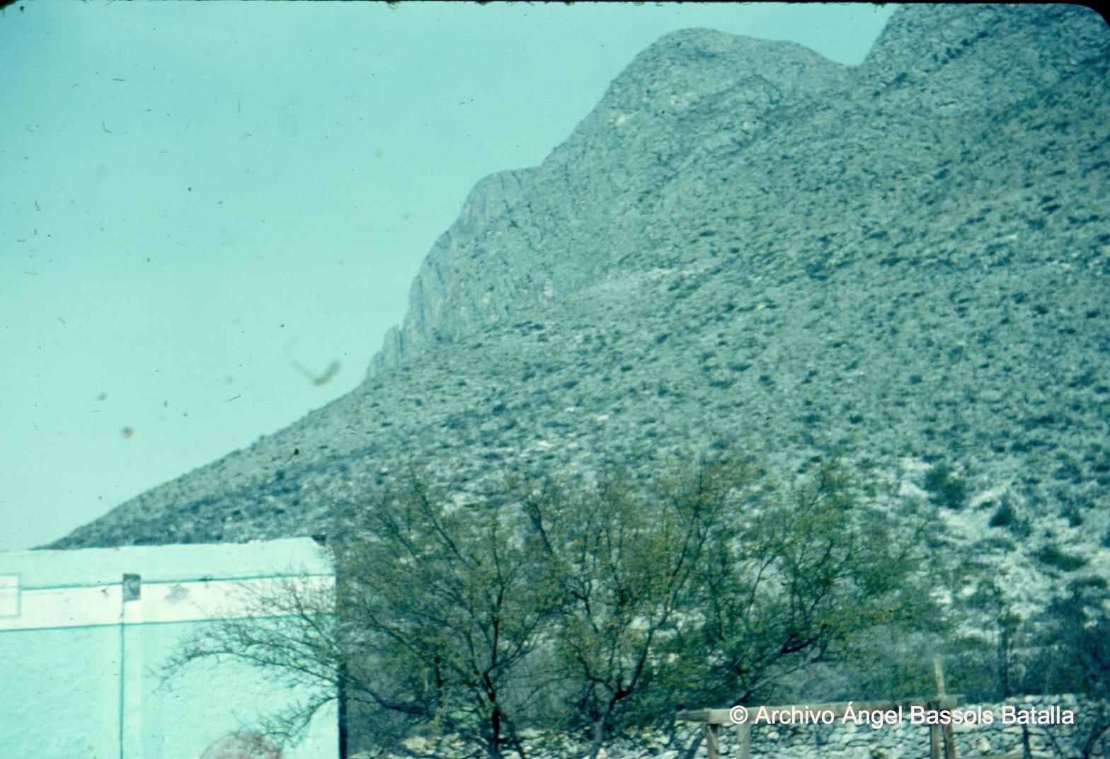 Cerros y rocas al S de Monclova