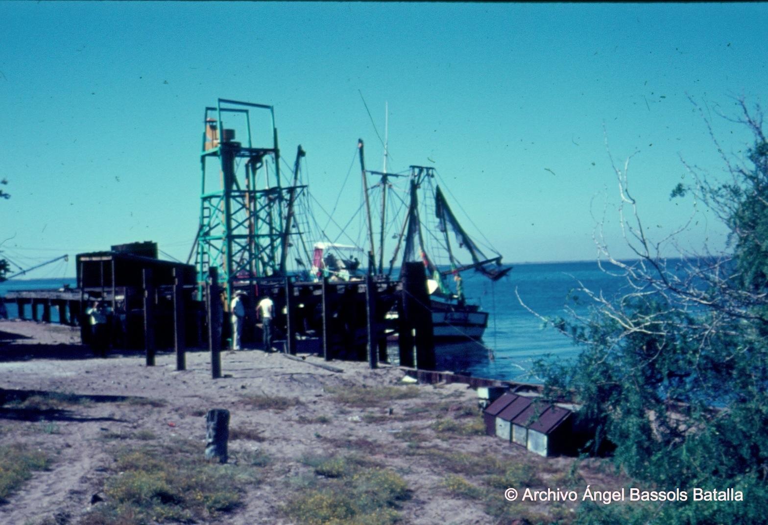 Muelle y fábrica de Yavaros