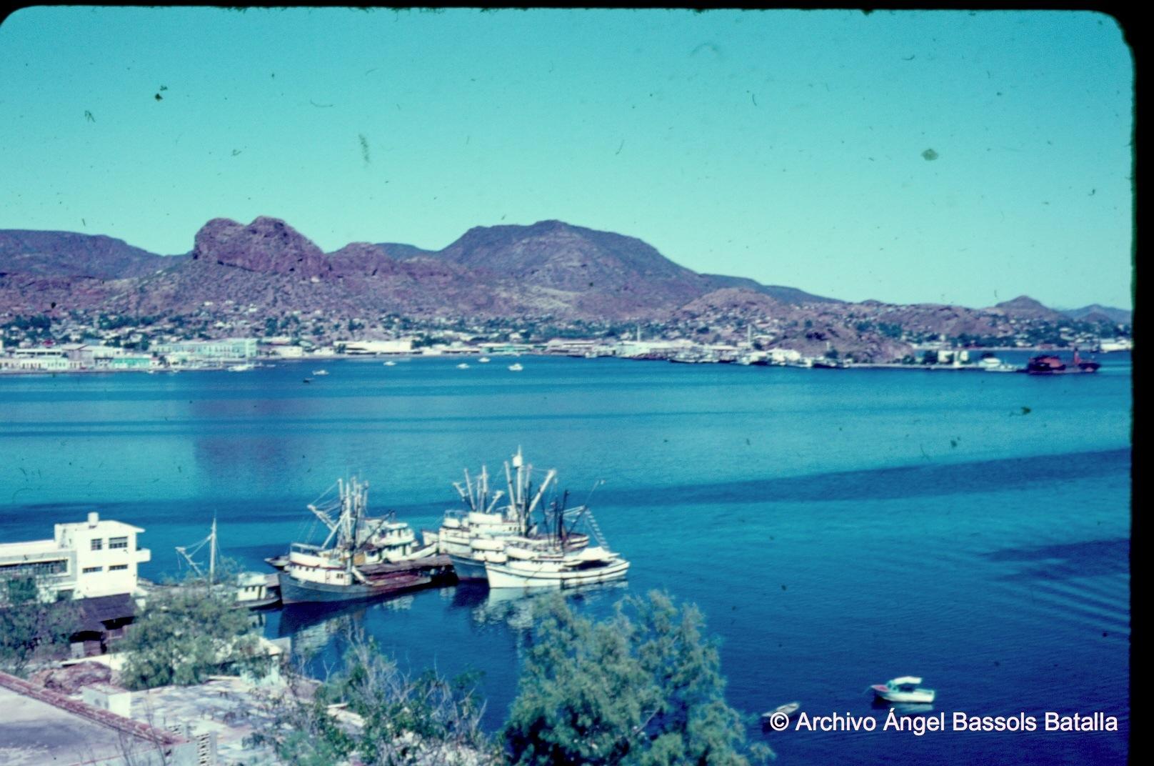 Guaymas y El Vigía al fondo