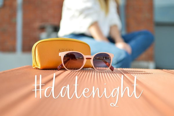 #datenight Friday Vibes font
