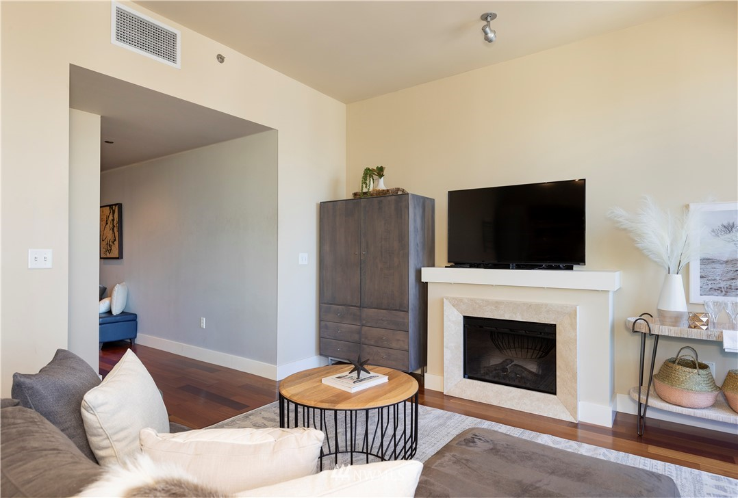 Image 11 For 737 Olive Way 2510