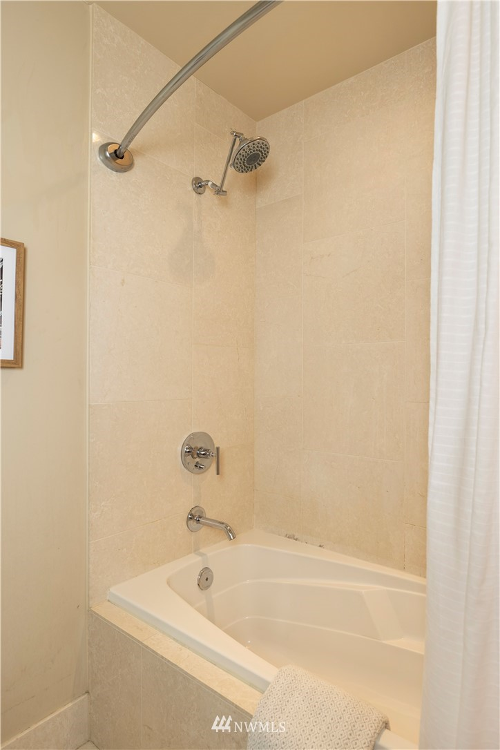 Image 17 For 737 Olive Way 2510