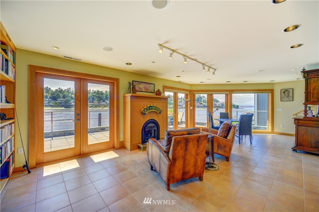 Image 11 of 21 For 5517 Seaview Drive Nw