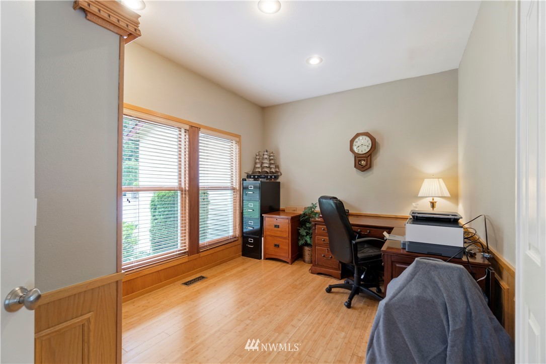 Image 16 of 27 For 30147 16th Avenue Sw