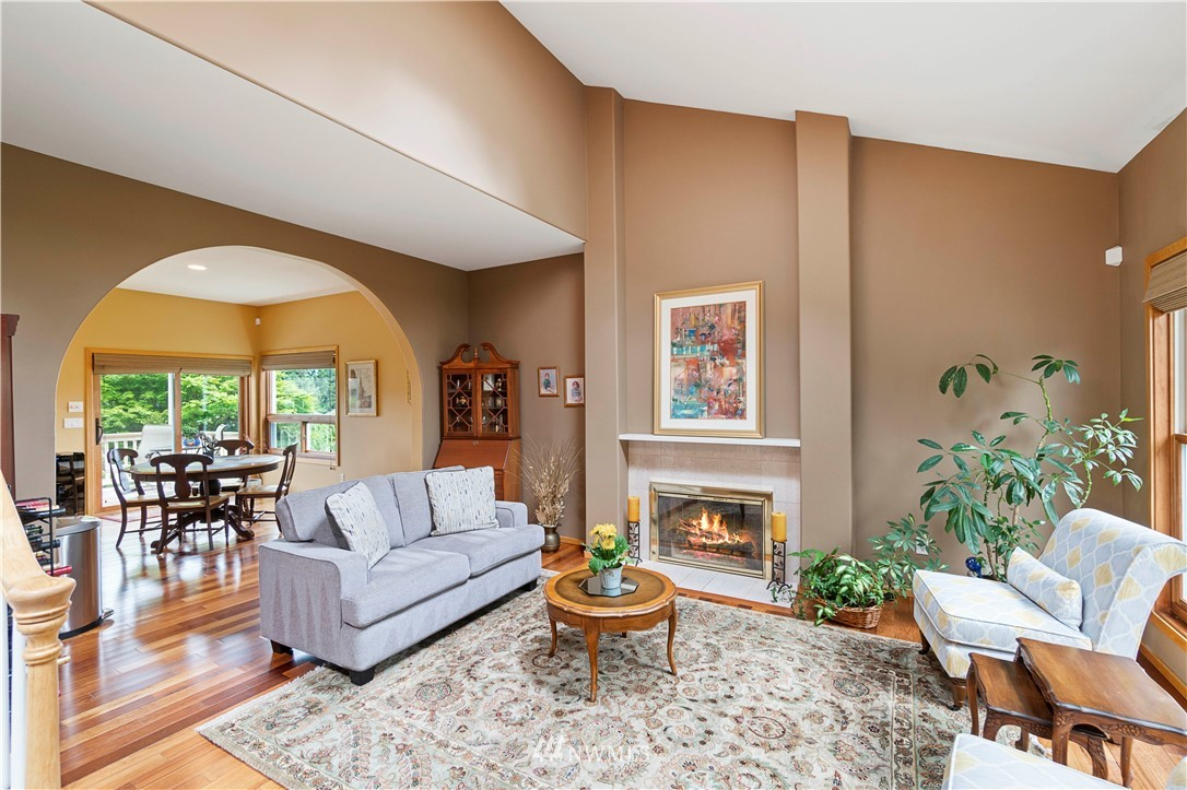 Image 5 of 27 For 30147 16th Avenue Sw
