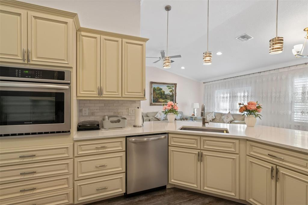 Image 11 of 33 For 989 14th Avenue S