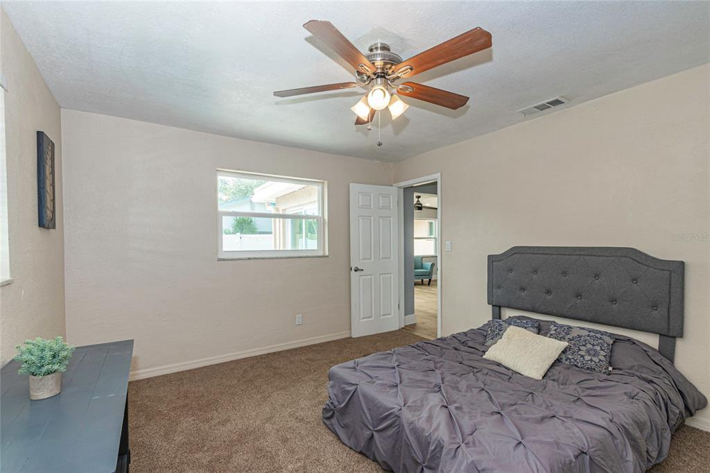 Image 20 of 33 For 4094 13th Way Ne