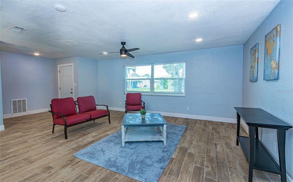 Image 6 of 33 For 4094 13th Way Ne