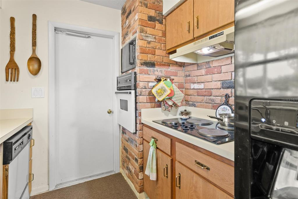 Image 11 of 47 For 1480 83rd Avenue N