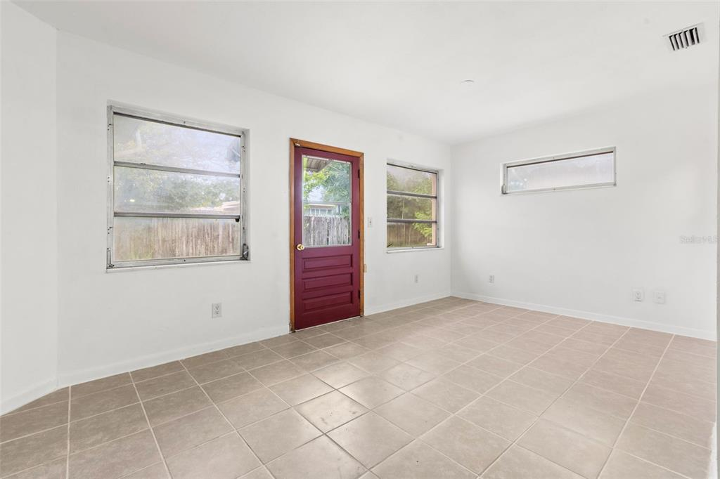 Image 14 of 27 For 5731 53rd Avenue N