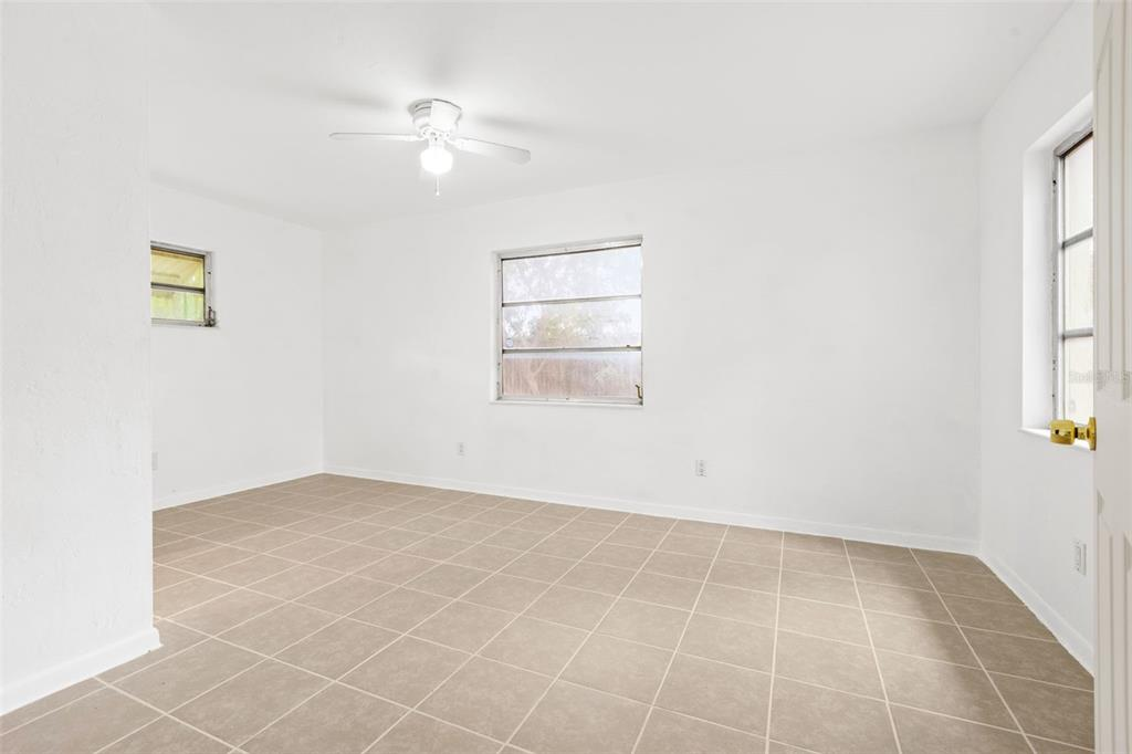 Image 16 of 27 For 5731 53rd Avenue N
