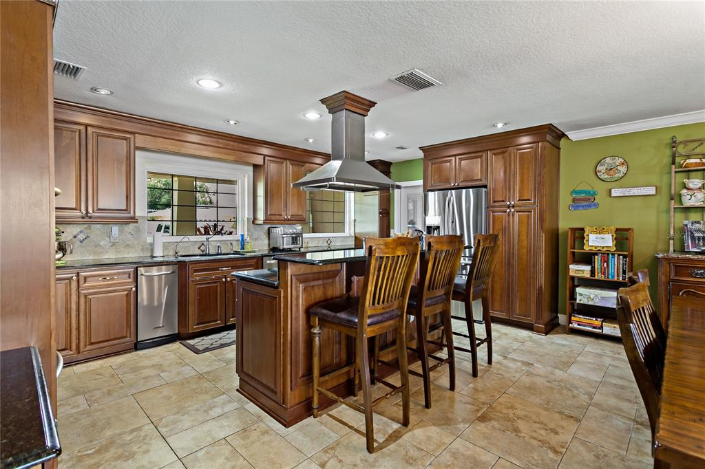 Image 6 of 82 For 22757 Southshore Drive
