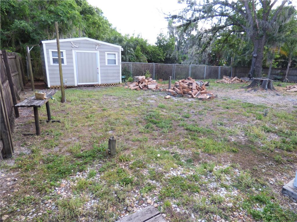 Listing photo id  for 1301 Oakdale Street