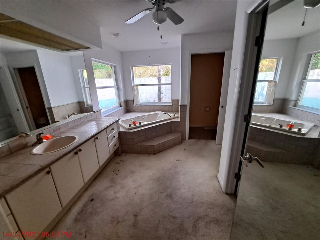Listing photo id  for 14 Carnation Court