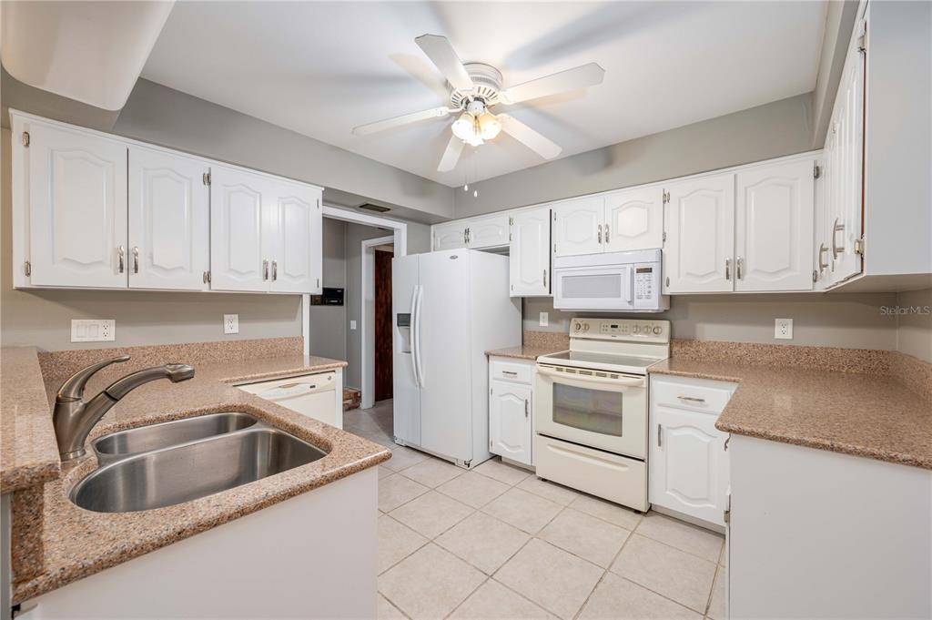 Listing photo id  for 12 Cypress Green Court
