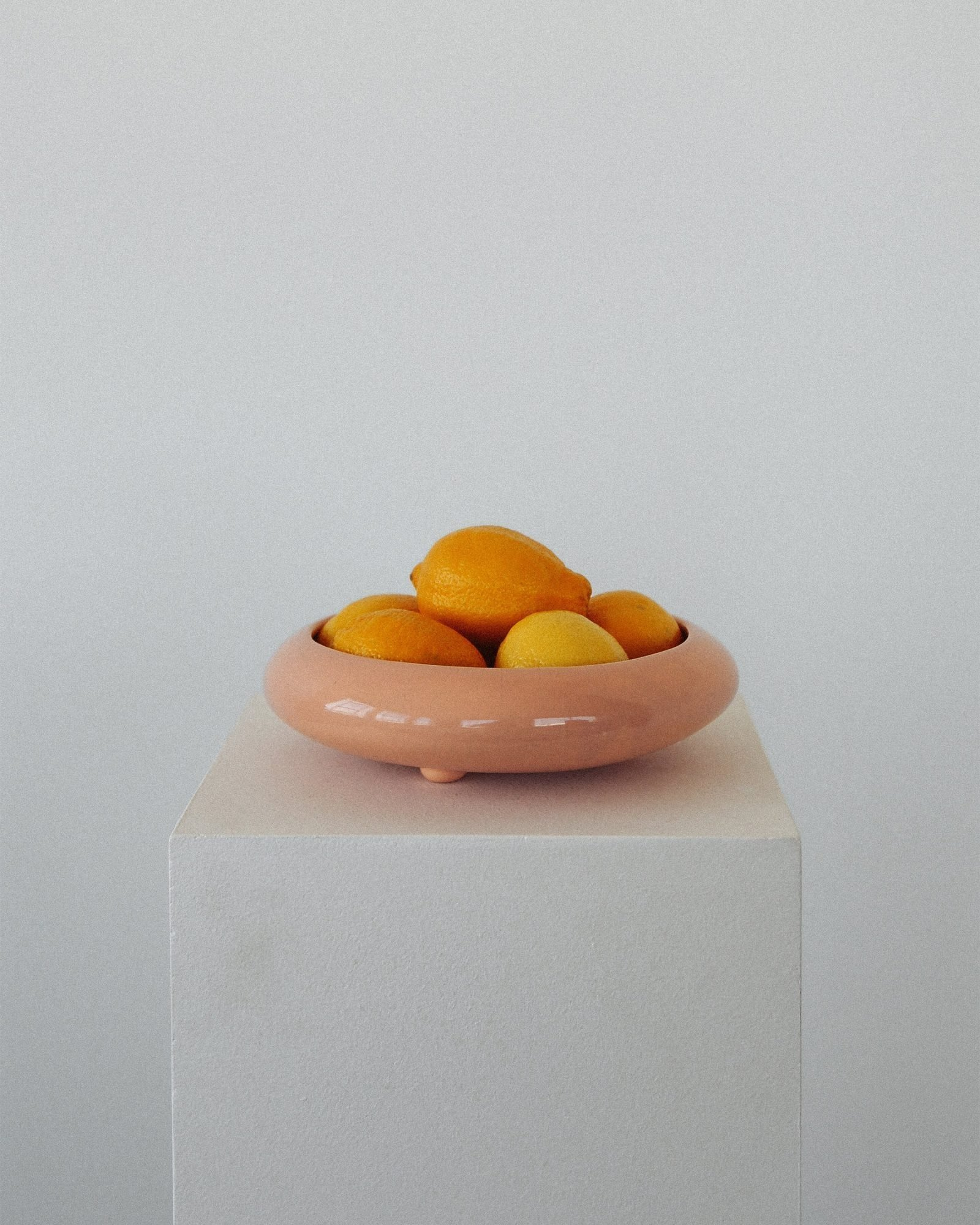 Mid-Century-Citrus-Bowl-in-Salmon-Pink-2