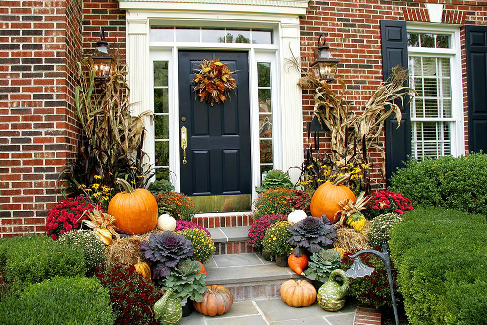 Festive Porch Decorations That Go From Fall To Winter Build Realty