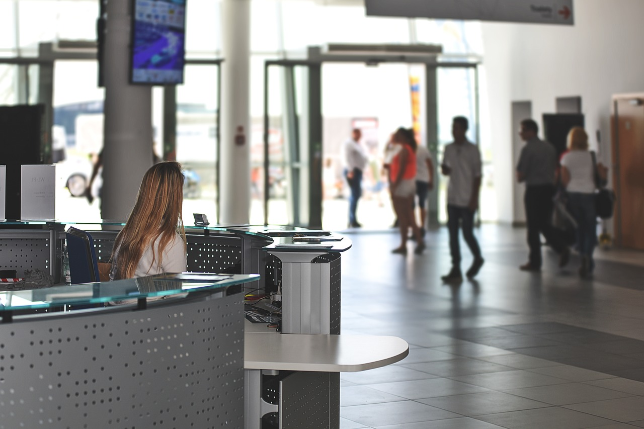 How to Choose the Right Reception Desk for Your Workplace