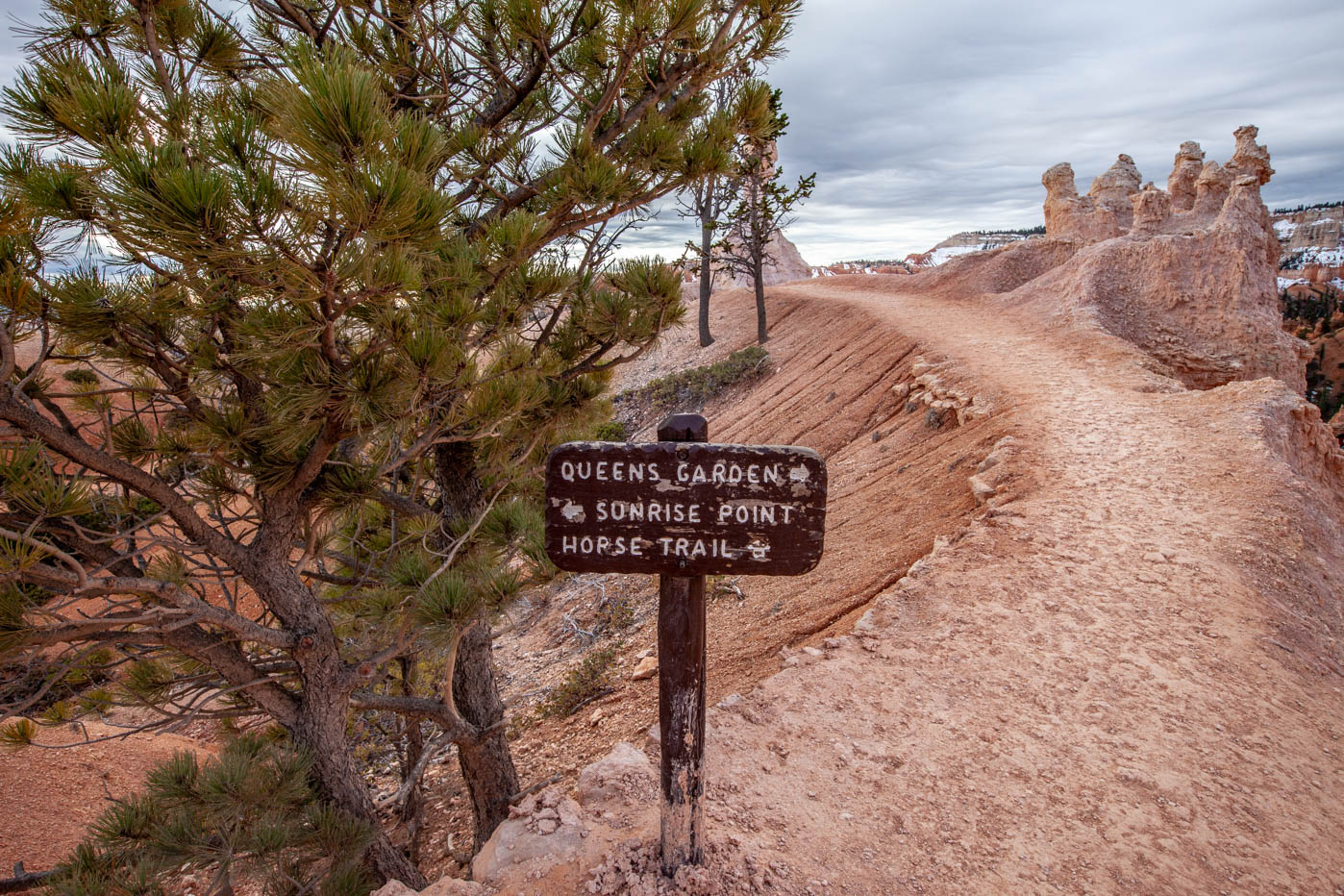 Sunrise Point on the Queens Garden Trail Navajo Loop Combination Hike - Best Hike at Bryce Canyon National Park #vezzaniphotography