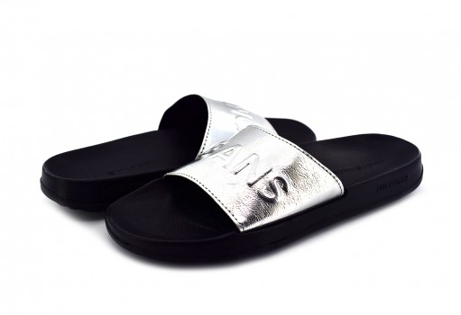 TOMMY HILFIGER EN0E N00227 000 SILVER TJ METALLIC POOL SLIDE  23-27