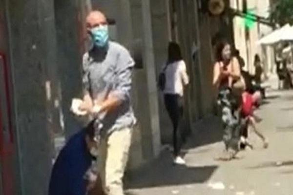 Llueven billetes tras asalto frustrado en España