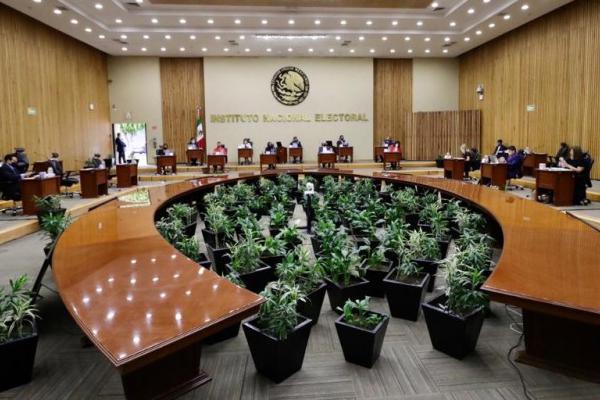 INE aprueba que violentadores de mujeres no sean candidatos en 2021