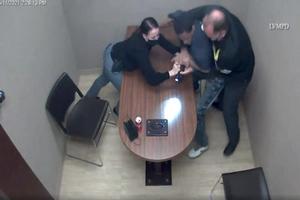 VIDEO; El sospechoso de asesinar a un niño le quita el arma ...