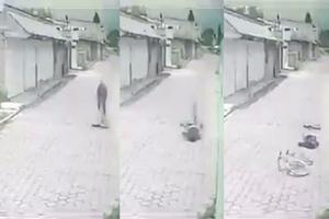 VIDEO FUERTE: Muere ciclista tras tropezarse con un bache en...