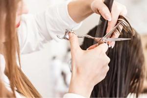 Por hacer mal corte de cabello, peluquería recibe multa mill...