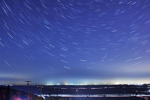 Guatemaltecos a la caza de estrellas fugaces por las Leónidas