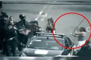 Video: Con palos de escoba, mujeres intentan defender a rate...