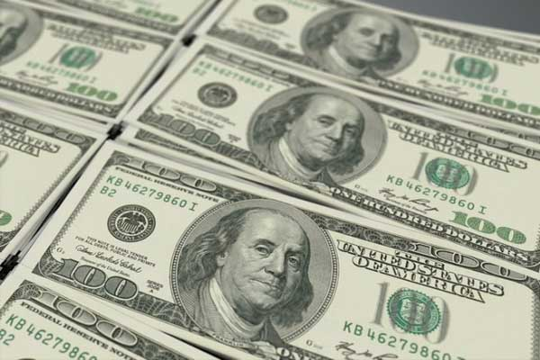 Dólar se eleva a $19.65 en ventanillas