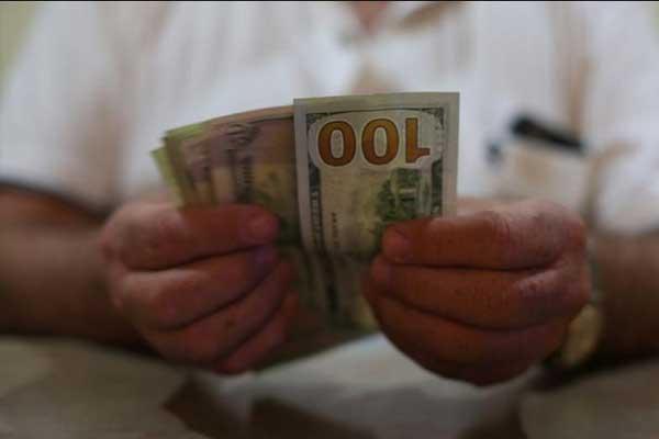 Dólar alcanza los $20 pese a anuncio de Banxico