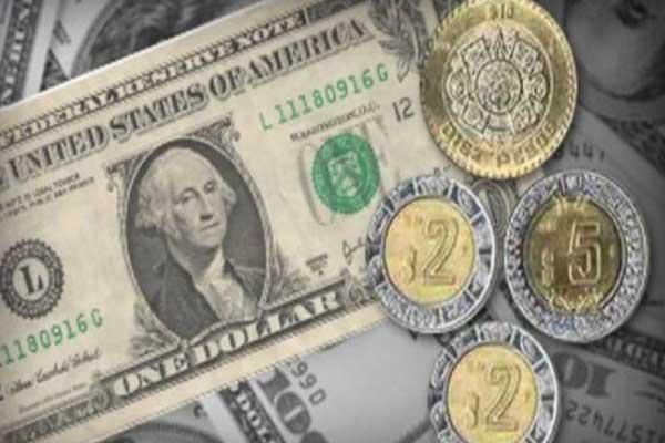 Se vende dólar a 18.60 pesos en AICM