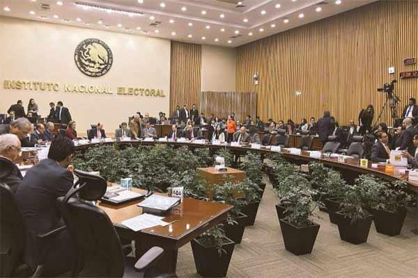INE multa al PRI por turismo electoral en 2013