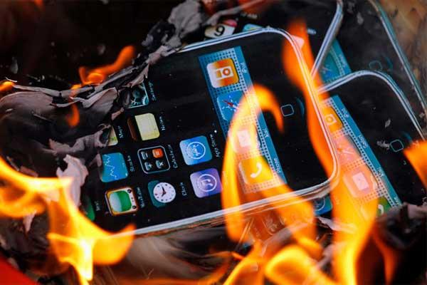IPhone explota repentinamente y produce enorme flama