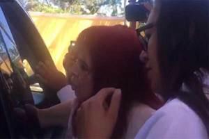 Una senadora le besa la mano a AMLO y causa polémica en Camp...