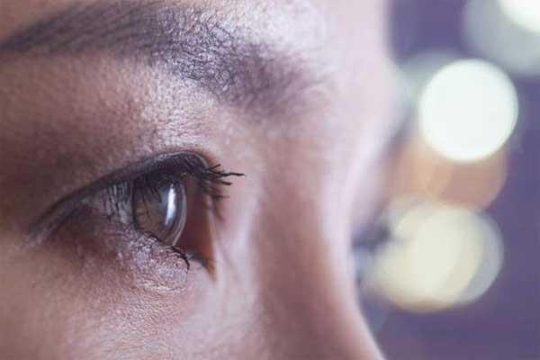 Se arranca los ojos bajo los efectos de la metanfetamina
