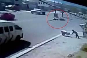 Motociclista se cae en una alcantarilla destapada en Puebla ...